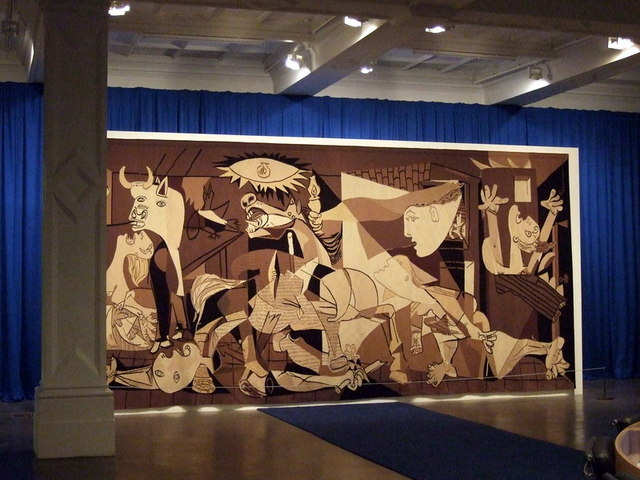 guernica_at_the_whitechapel_-_geograph-org-uk_-_1593698-1