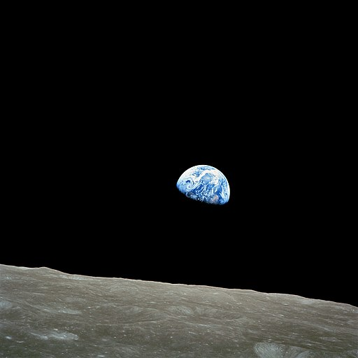 512px-NASA-Apollo8-Dec24-Earthrise