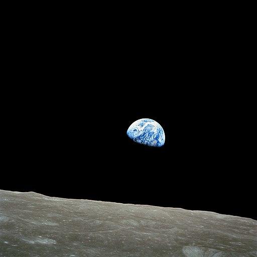 512px-NASA-Apollo8-Dec24-Earthrise